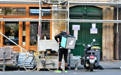 Big investors shun Deliveroo over workers' rights